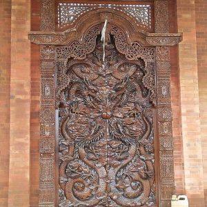 Gapura-ukir-motif pintu-relief-naga-kembar