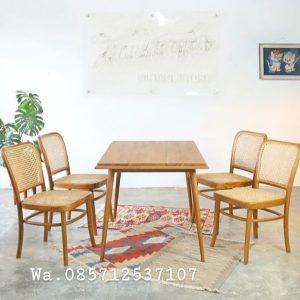 Meja-makan-1-set-kursi-rotan