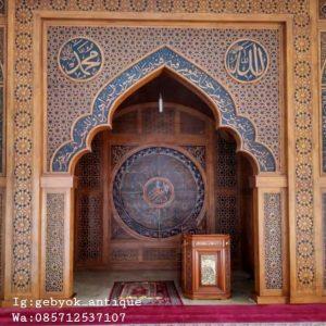 Mihrab-ukir-kaligrafi