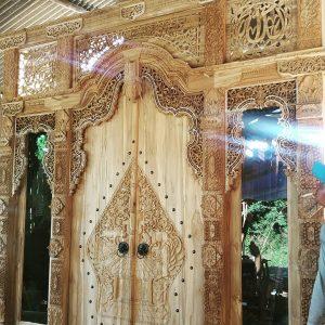 gebyok-pintu-relief-wayang-kelir-ukir